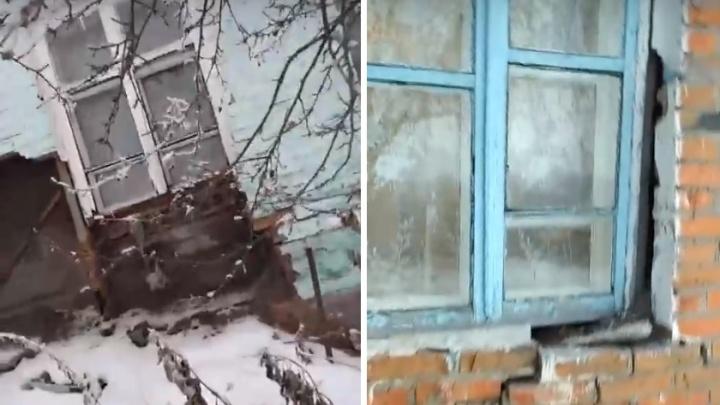 Температура в кабинете — шесть градусов: в Горьковском районе разваливается здание ФАПа