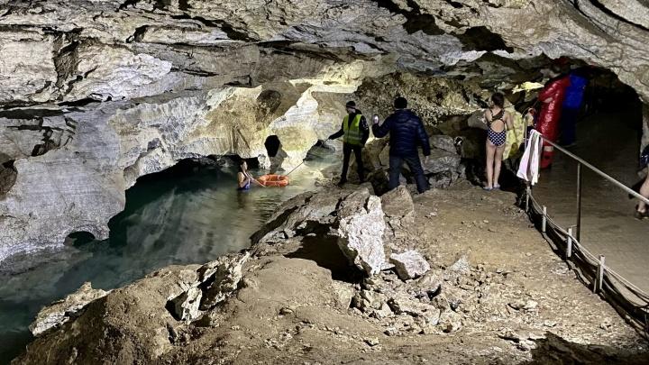 В Кунгурской ледяной пещере годами проводятся крещенские купания — сейчас прокуратура хочет наказать организаторов