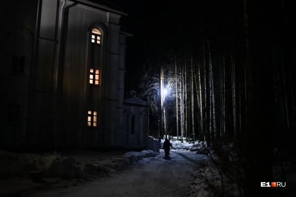 """Тем временем температура в Среднеуральске и окрестностях опустилась до <nobr class=""""_"""">-28 градусов</nobr>"""