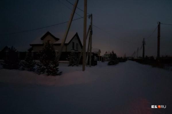 Вместе с электричеством в поселке пропало и отопление