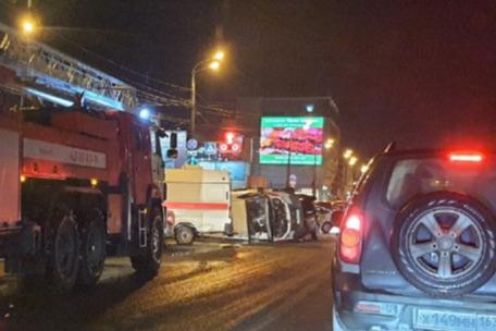 Появилось видео момента ДТП со скорой помощью на улице Авроры