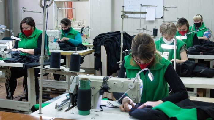 Сошьют что угодно, напечатают логотип: как работает швейная фабрика, где возьмутся за любой заказ