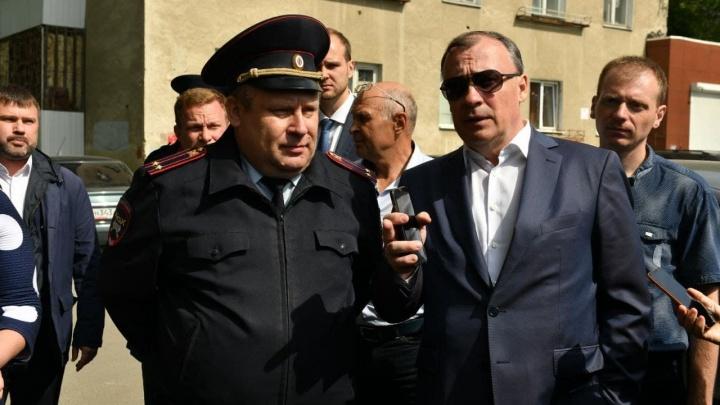 Екатеринбург избавят от страшных заборов, но не от всех