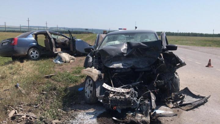 В Башкирии в ДТП с Vortex Estina и Volkswagen Polo погибли два человека, еще четверо в больнице