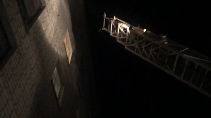 В Заречном во время пожара в пятиэтажке сотрудники МЧС спасли 17человек