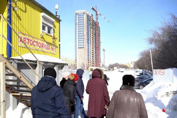 """На Московском шоссе уже почти <a href=""""https://63.ru/text/realty/2021/02/27/69786914/"""" target=""""_blank"""" class=""""_"""">построили одну многоэтажку</a> — рядом могут появиться еще четыре"""