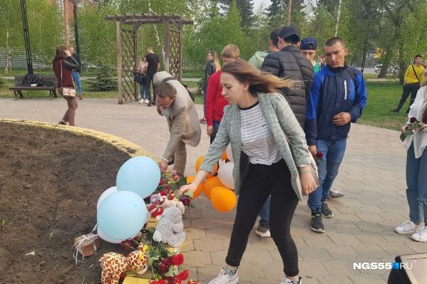В память о погибших также зажигали свечи