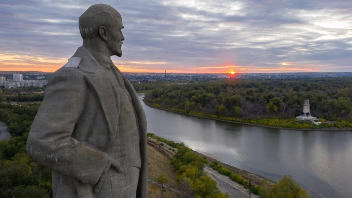 Раньше он был самым большим: показываем Красноармейский район Волгограда на закате