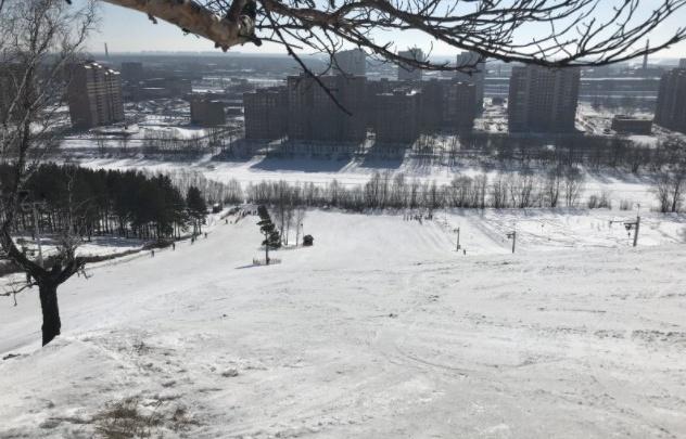 «Просили последний раз скатиться»: стали известны подробности гибели девочки на горке в Новосибирске
