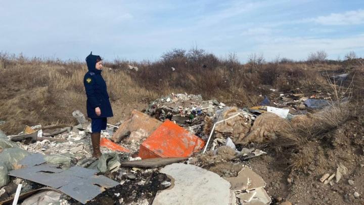 Контейнеры с маркировкой ядохимикатов нашли на Кузнецовском плато