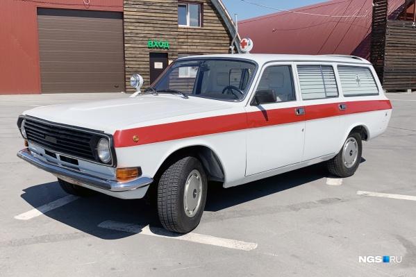 """Медицинский ГАЗ-2413, год выпуска — <nobr class=""""_"""">1991-й</nobr>. Видели когда-нибудь такую на дорогах Новосибирска?"""