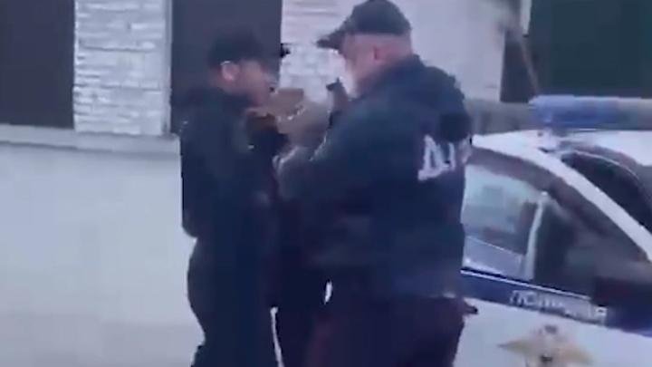 В Минздраве рассказали о состоянии 19-летнего парня, которому инспектор ГИБДД случайно выстрелил в голову