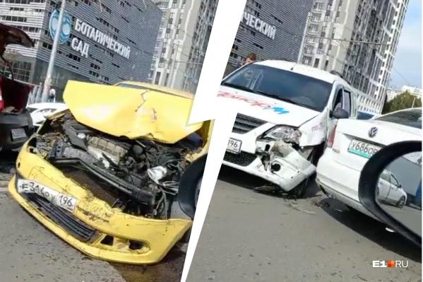 В аварии пострадали четыре машины