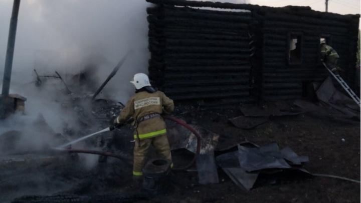 В Прикамье при пожаре в частном доме погибли пять человек
