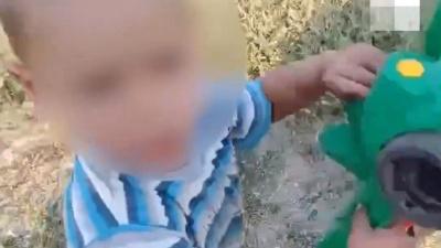 Прокуратура заинтересовалась семьей малыша, уснувшего на обочине дороги в Челябинской области