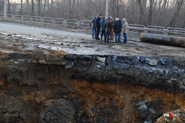 Огромный провал на Куйбышева образовался в ночь на 9 апреля