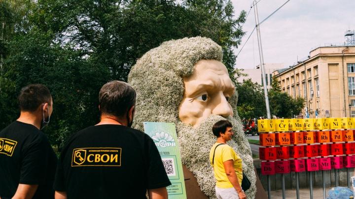 Голова Менделеева и 300 тысяч цветов: в Омске открылась «Флора»