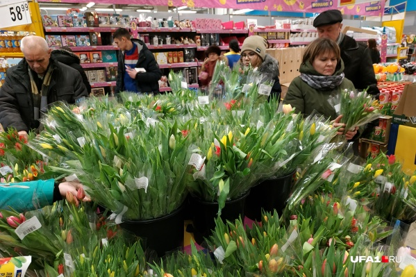 По мнению девушки, в этом году произошел резкий скачек на стоимость цветов