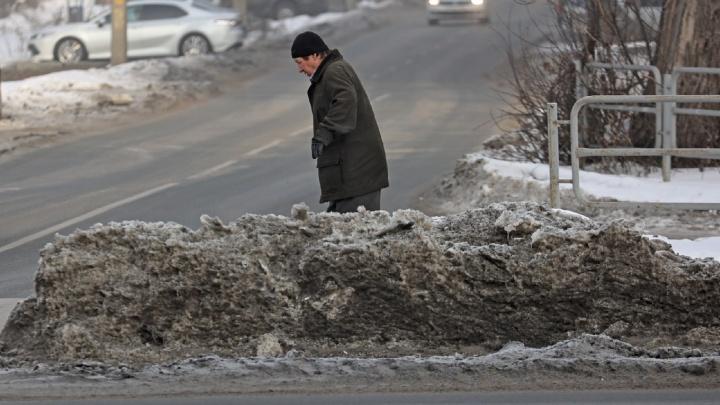 Куча времени: почему в Челябинске так долго убирают снег
