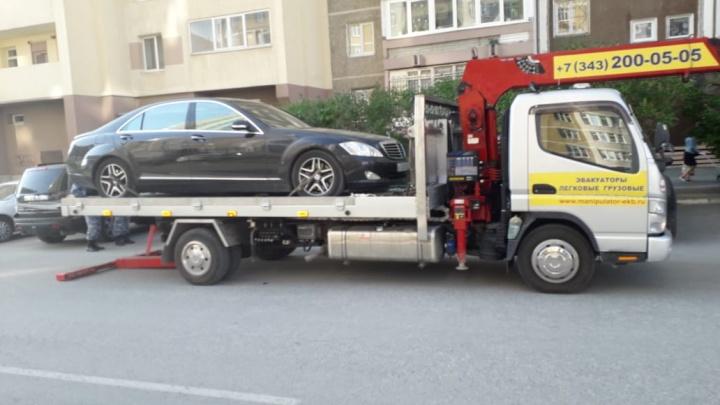 В Екатеринбурге у должника по кредитам забрали престижный Mercedes S-класса