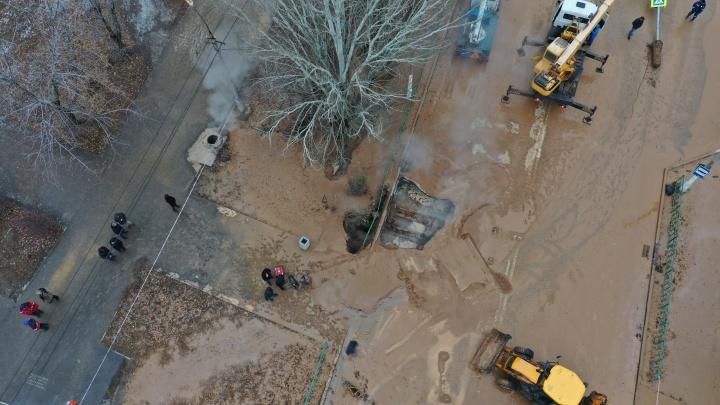 «Батареи по-прежнему холодные»: в Волжском всю ночь устраняли последствия коммунальной трагедии