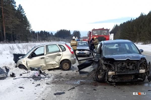 При столкновении пострадали три человека