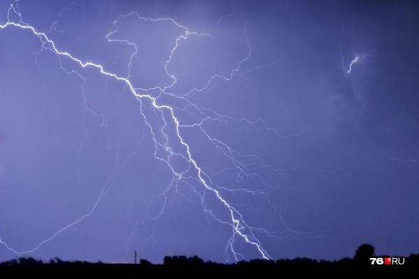В центре России пик грозовой мощности метеорологи прогнозируют в четверг