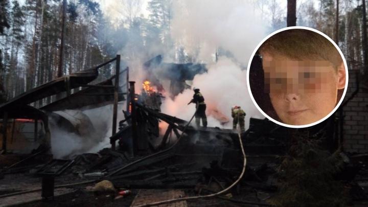 За гибель ребенка на пожаре в отеле ForRest House осудили организатора тура. Она требует смягчения приговора, а родители мальчика — ужесточения