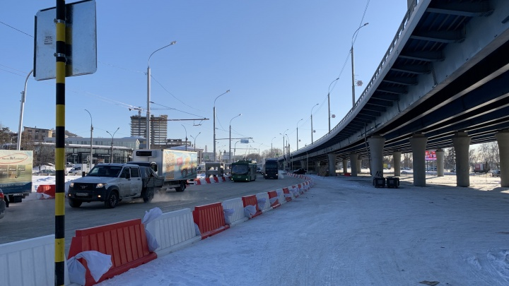 Из-за четвертого моста переделали развязку у «горба Городецкого». Смотрим, как мучаются новосибирцы