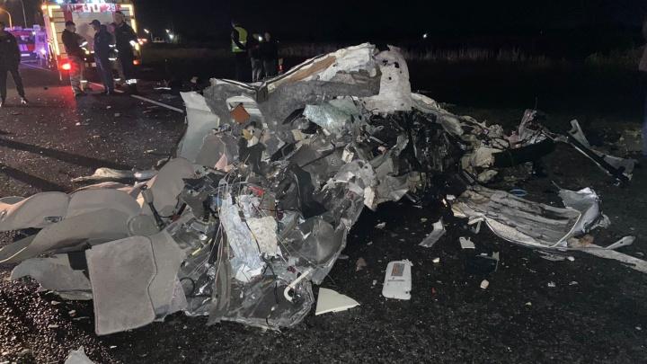 На Кубани четыре человека погибли в ДТП с грузовиком на встречке