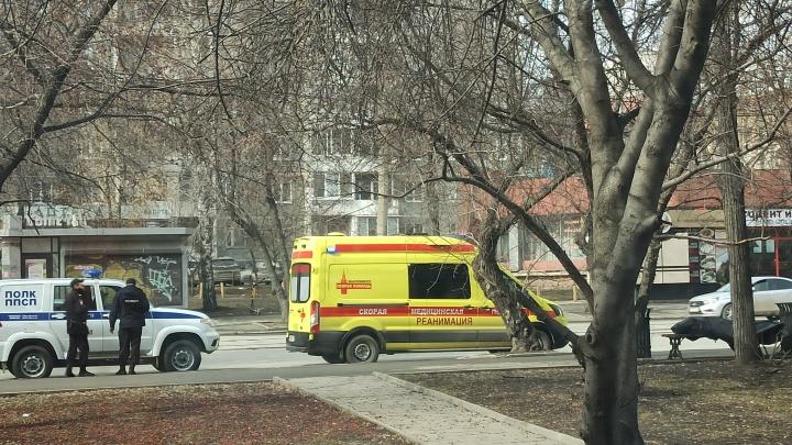 В центре Екатеринбурга на лавочке нашли труп