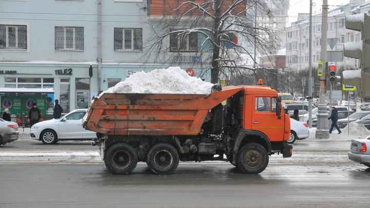 «Снег вываливают прямо в поле»: как под Екатеринбургом работают нелегальные полигоны
