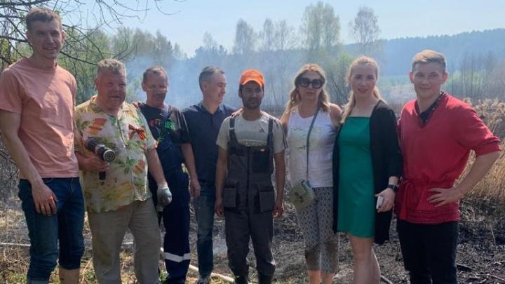 В Арамиле сотрудники «Парка Сказов» своими силами потушили природный пожар, подбиравшийся к домам