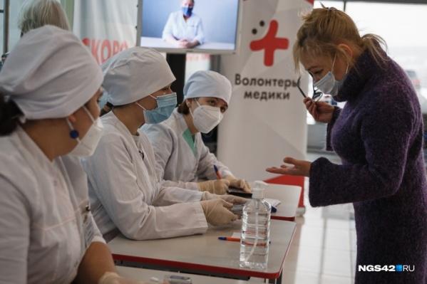 Вакцинироваться зазывают с помощью подарков