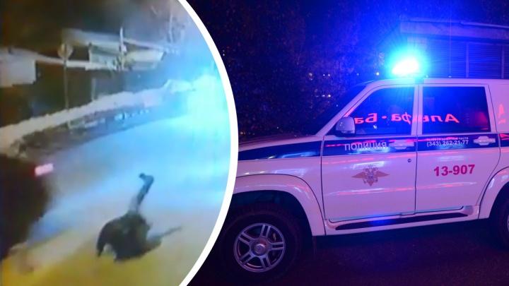 В Екатеринбурге водитель сбил 68-летнего пешехода и сбежал с места аварии: видео