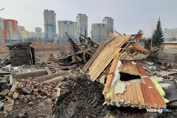"""Первый дом снесли утром <nobr class=""""_"""">24 апреля</nobr>"""