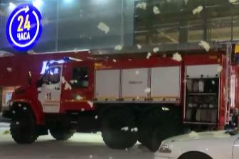 По словам очевидцев,на место приехали по меньшей мере шесть пожарных машин