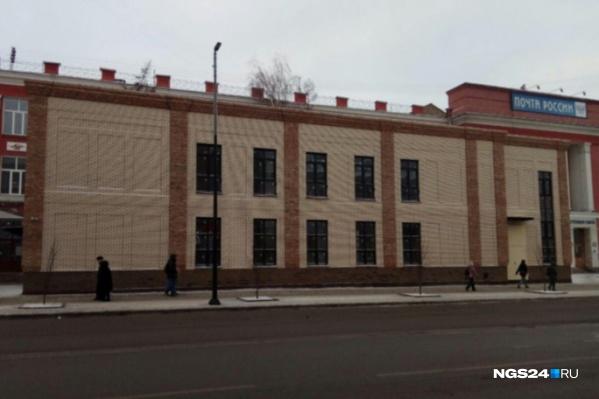 Скандалы вокруг здания не утихают много лет