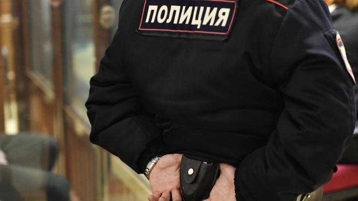 На Урале полицейские нашли труп в камере для задержанных