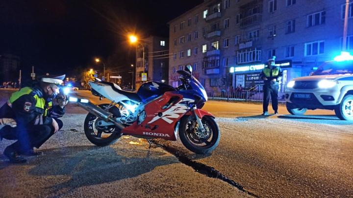 На Урале подросток без прав сбил на мотоцикле семью с двумя детьми