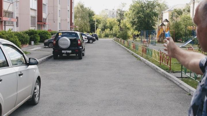 Челябинский ветврач ответил на обвинения в блокировке машины детской неотложки во дворе