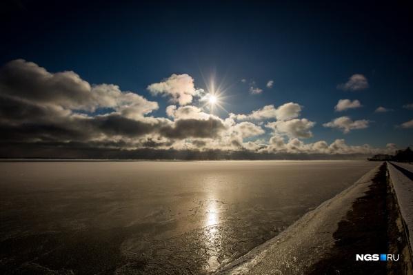 """Толщина льда в Новосибирском водохранилище составляет <nobr class=""""_"""">66–87</nobr> сантиметров — это на <nobr class=""""_"""">8–12</nobr> сантиметров меньше нормы"""
