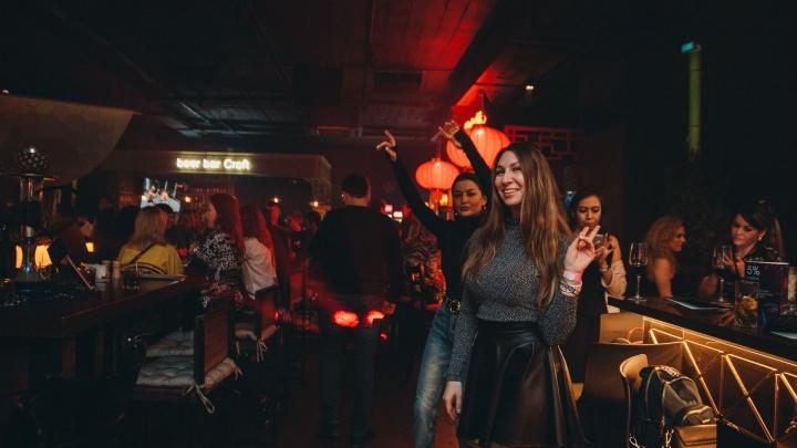 «У нас сегодня праздник». Что происходило в барах и ресторанах в первую ночь после возобновления работы