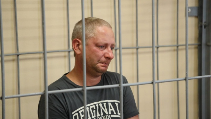Забил ножом, а в суде плакал: экс-полицейский признался, что убил школьницу в Петра Дубраве