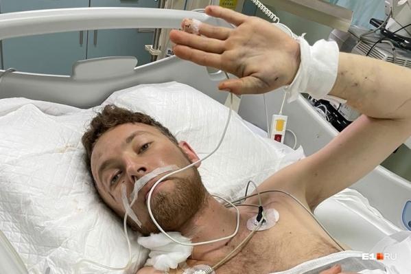 Петр в больнице. Он постепенно идет на поправку