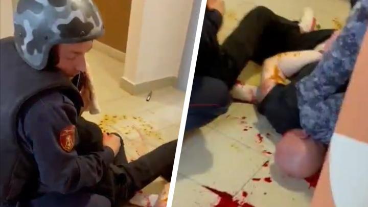 На Широкой Речке жестко скрутили двоих мужчин, угрожавших соседям в домовом чате