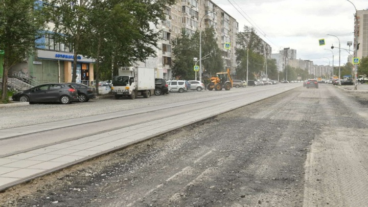 Строители рассказали, когда положат асфальт на улице Викулова, с которой сбежал подрядчик