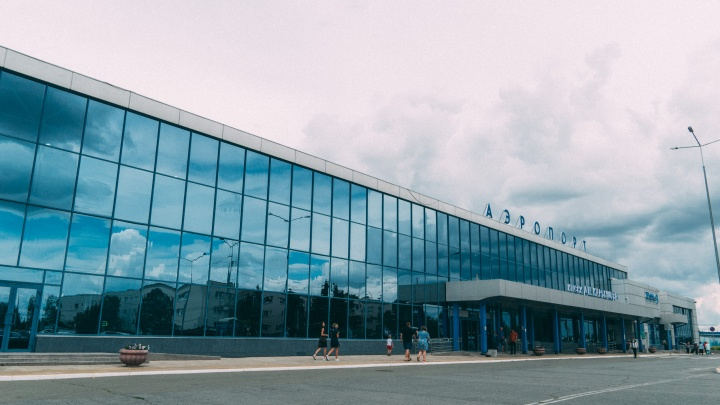 «Спрос обеспечен»: в омском аэропорту рассказали, почему у них такие дорогие товары и еда