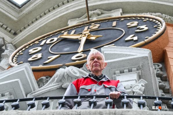 Виктор Петрович работал в мэрии с 1994 года