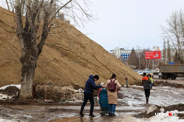 По словам уфимцев, улица Комсомольская стала настоящим кошмаром